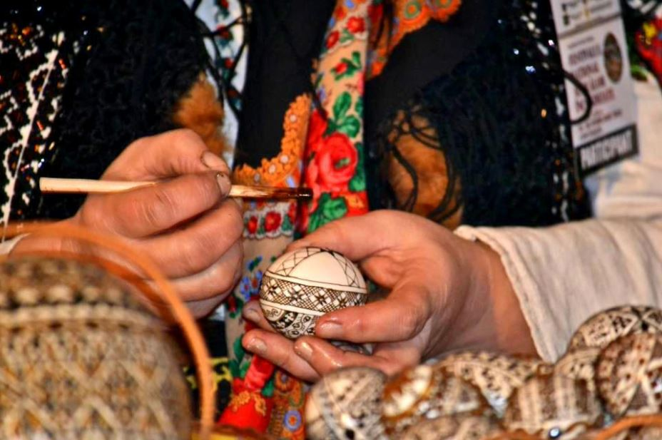 Painting eggs - tradition in Bucovina